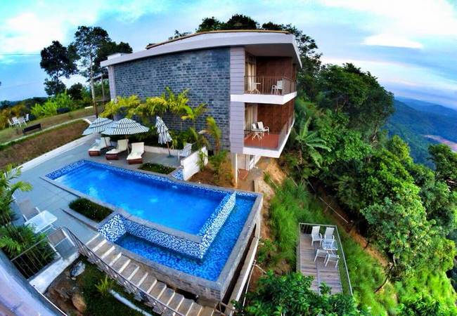 Resorts with swimming pool in Munnar